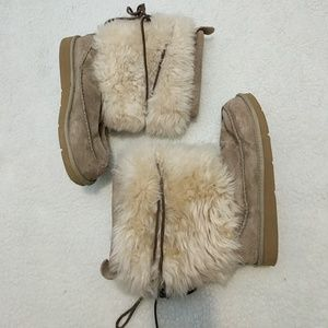 UGG 5189 Raines Mukluk Boots Tan/Cream Size 8
